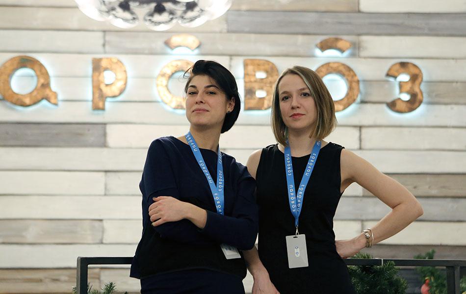 Гатти Соломатина и Ксения Косинова на ресепшене студии «Паровоз»