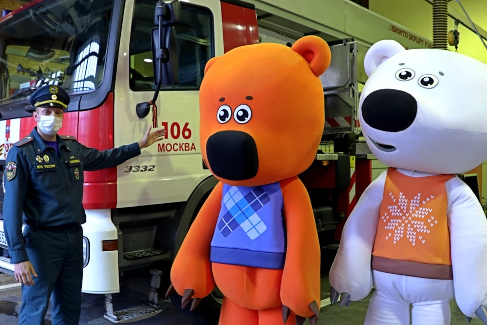 «Ми-ми-мишки» иМЧС Москвы провели урок для школьников попожарной безопасности